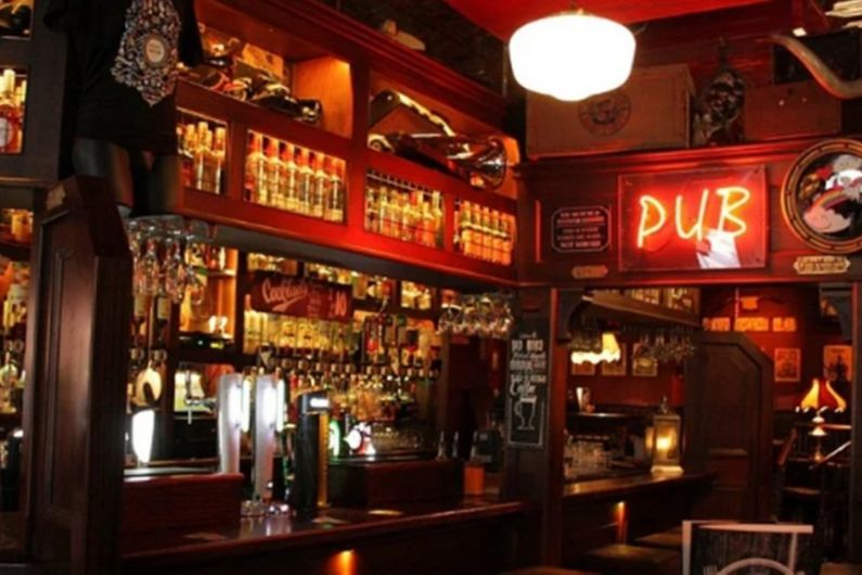 Government to examine plans to allow pub and clubs open through the night