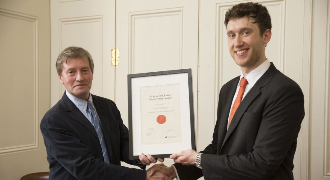 Dr Fergus Poynton receives the Young Chemist Prize 2016 from RIA science secretary Prof Pat Guiry. Image: Johnny Bambury