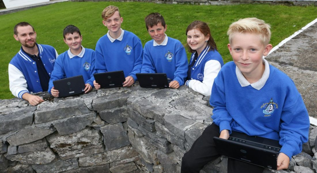 Schoolkids on Inis Mór get their first digital schoolbags