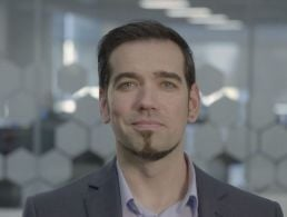 Data analyst from Belgium enjoys freedom and friendliness at Aon