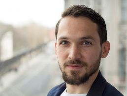 Recruiter from France leaves fashion industry behind for Dropbox