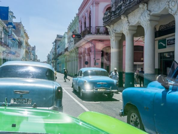 Cuba celebrates free nationwide mobile internet for a day
