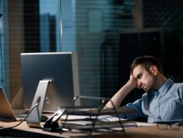 Falling asleep at your desk? These tips can give you energy back at work