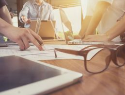 The importance of contract work in keeping the industry ticking over (infographic)