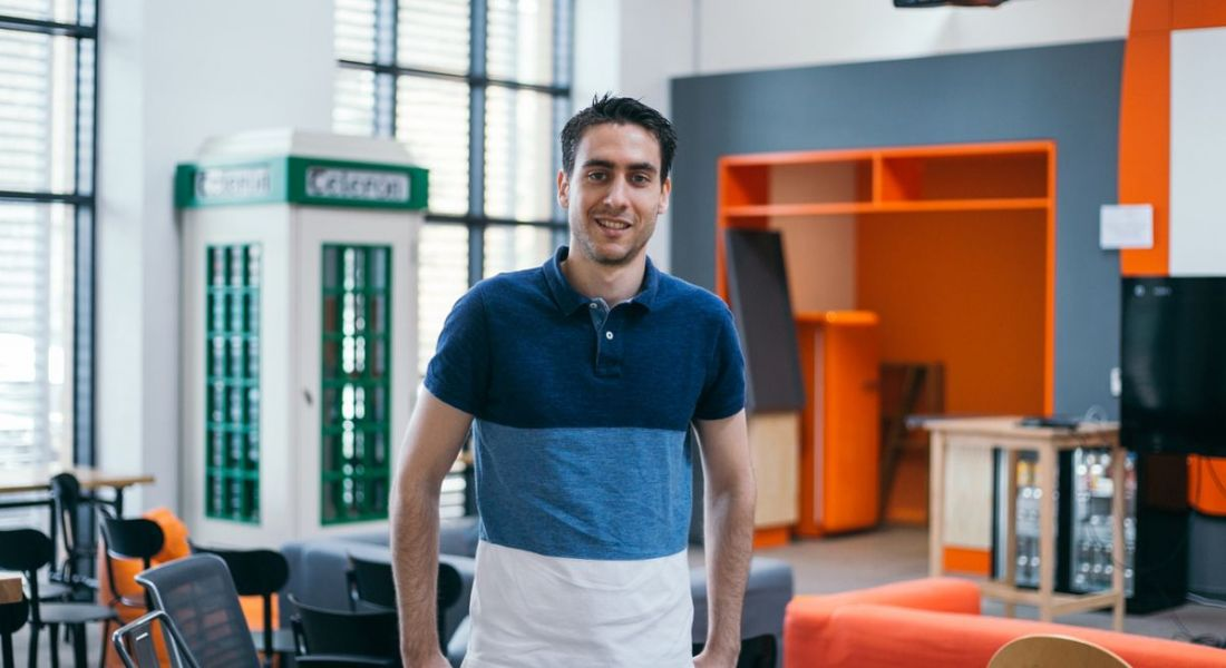 Sergio Gonzalez Sanz is standing in the Zalando offices and smiling into the camera.