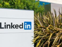 LinkedIn unleashes free job search iOS app