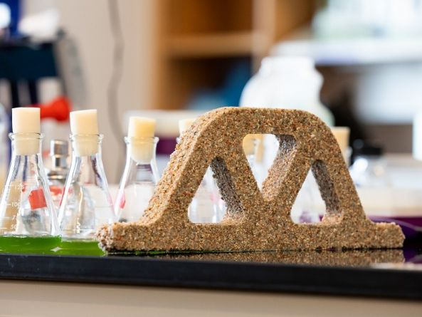 'Living' bio-concrete could soon reproduce itself and remove air pollution