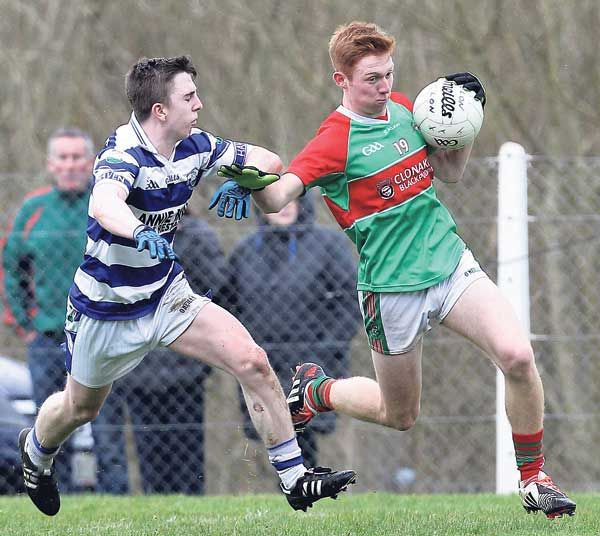 On the run: Clonakiltys Ross Mannix bursts past Castlehavens Brian Deasy during the Clona Milk U21 A football championship final at Rosscarbery on Sunday.