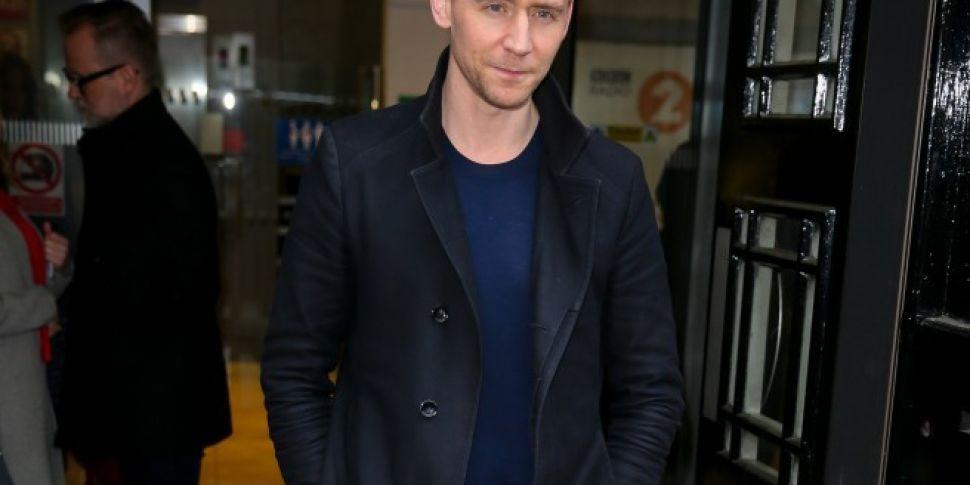 Tom Hiddleston Shuts Down Inte...