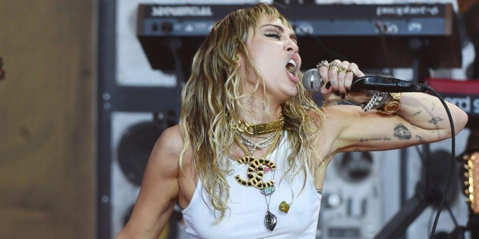 Miley Cyrus Had A Near Death E...