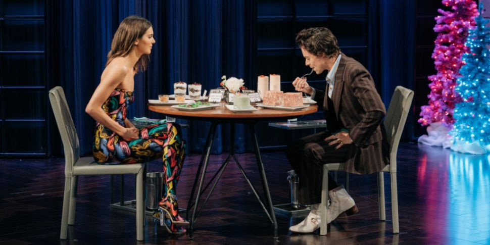 WATCH: Harry Styles Plays Spil...