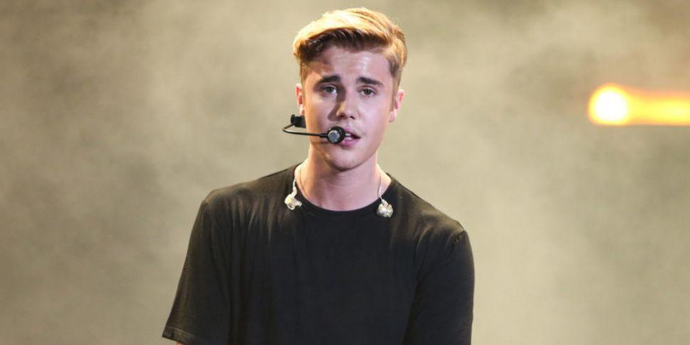 Justin Bieber Announces Intima...