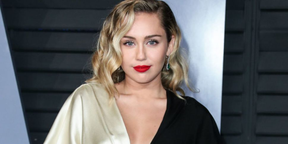 Look Miley Cyrus Mother Gives Her A Pixie Mullet Haircut Spin1038