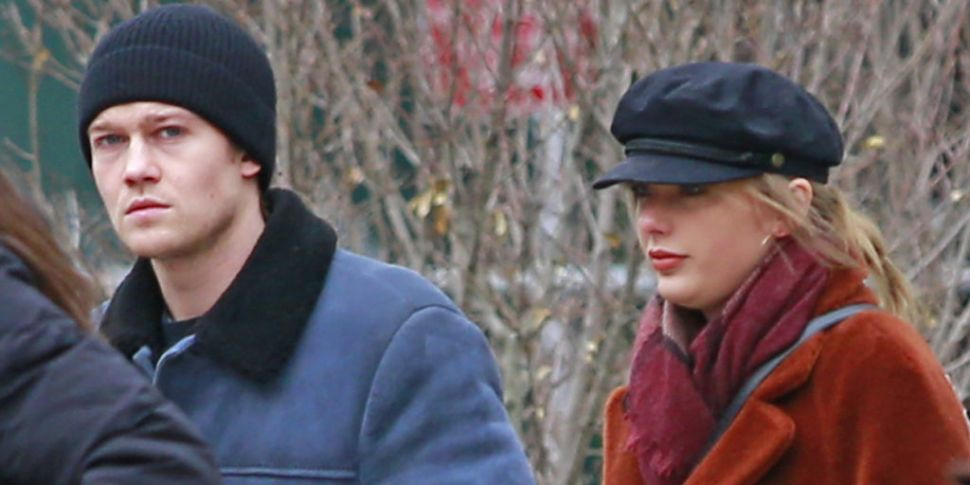 Taylor Swift Christmas.Taylor Swift And Joe Alwyn May Have Stayed In A Limerick