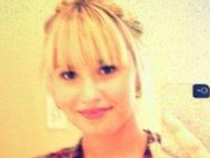 Demi Lovato goes super blonde!