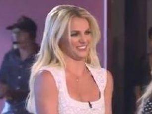 Vid: Britney singing Happy Bir...