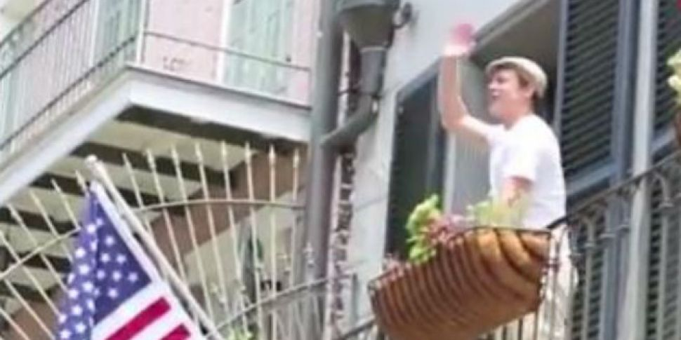 Video Brad Pitt Tosses His Neighbour Matthew Mcconaughey A Beer