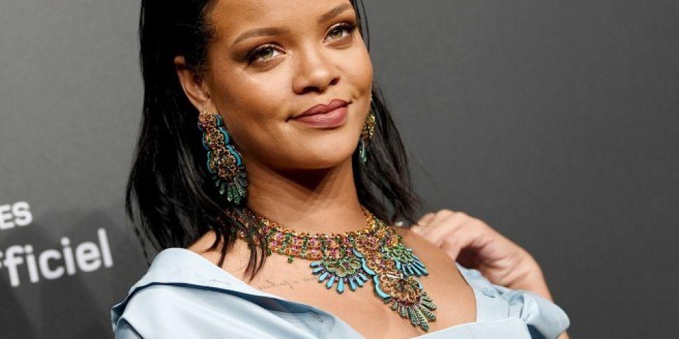 Rihanna Has A Weird Habit Of Stealing Drinks From Nightclubs