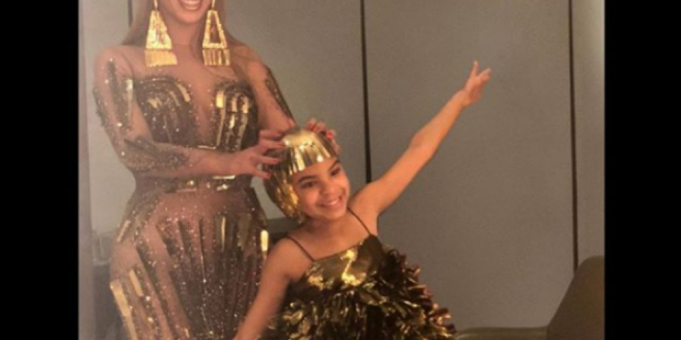 Beyoncí© & Blue Ivy Matched In Gold At The Art Gala