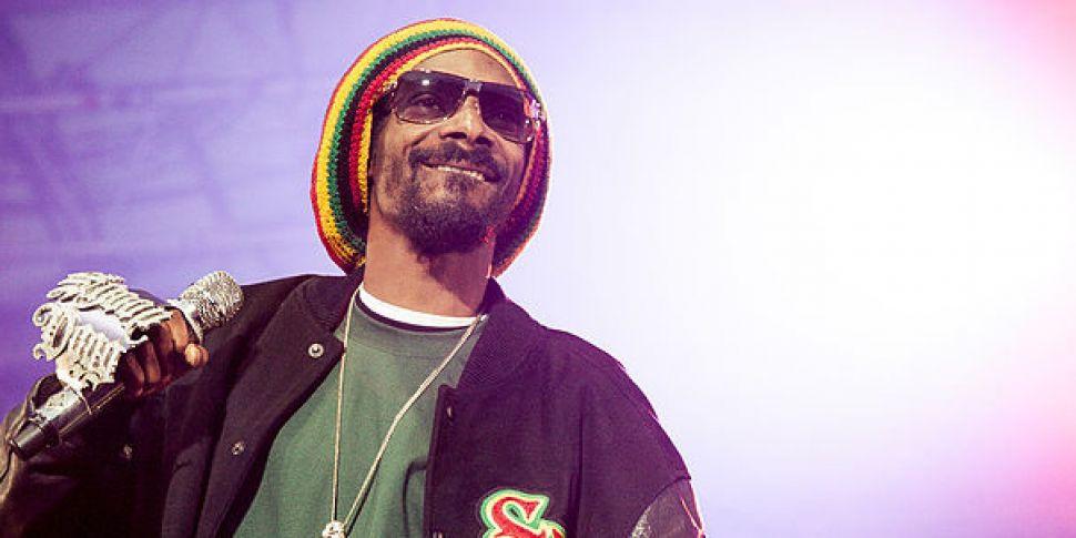 Snoop Dogg Thanks Himself As H...