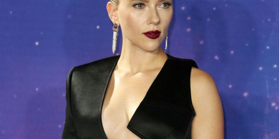 Scarlett Johansson Tries To No...
