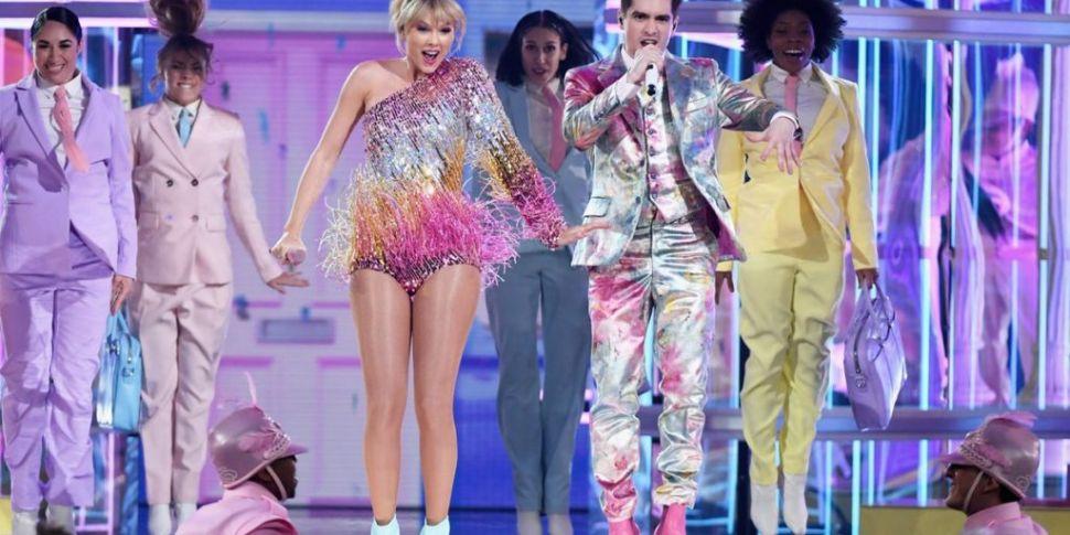 Watch: Taylor Swift Open BBMAs