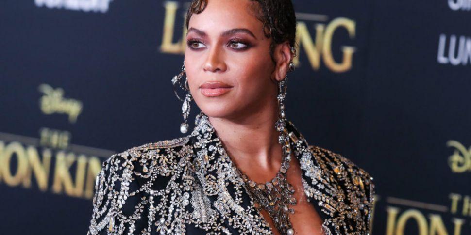 Beyoncé Drops The Lion King: T...