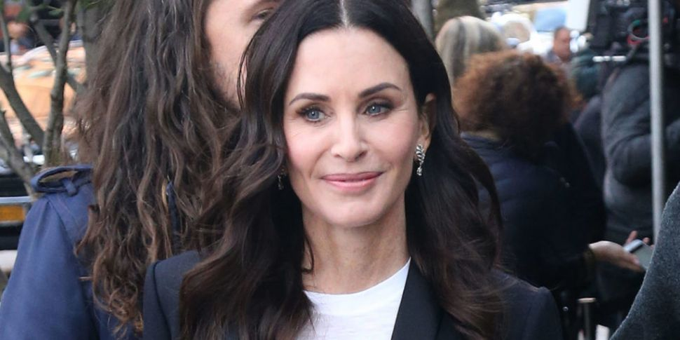 Courteney Cox Dishes Details O...