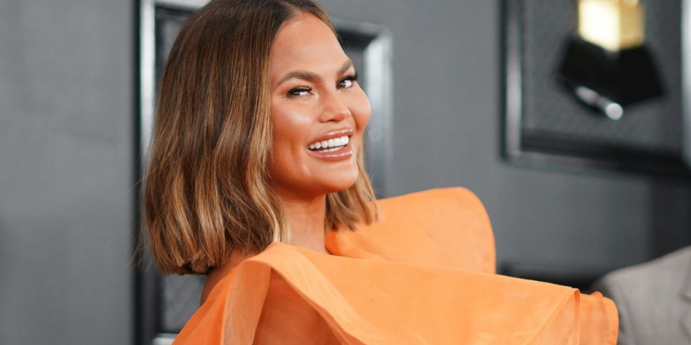 Chrissy Teigen Hilariously Cal...