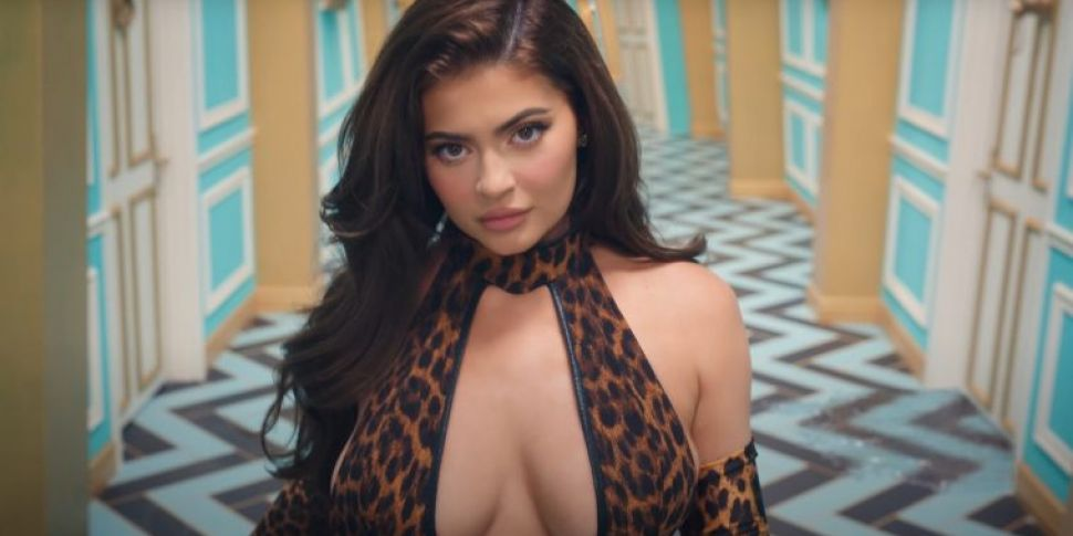 WATCH: Kylie Jenner Appears In...