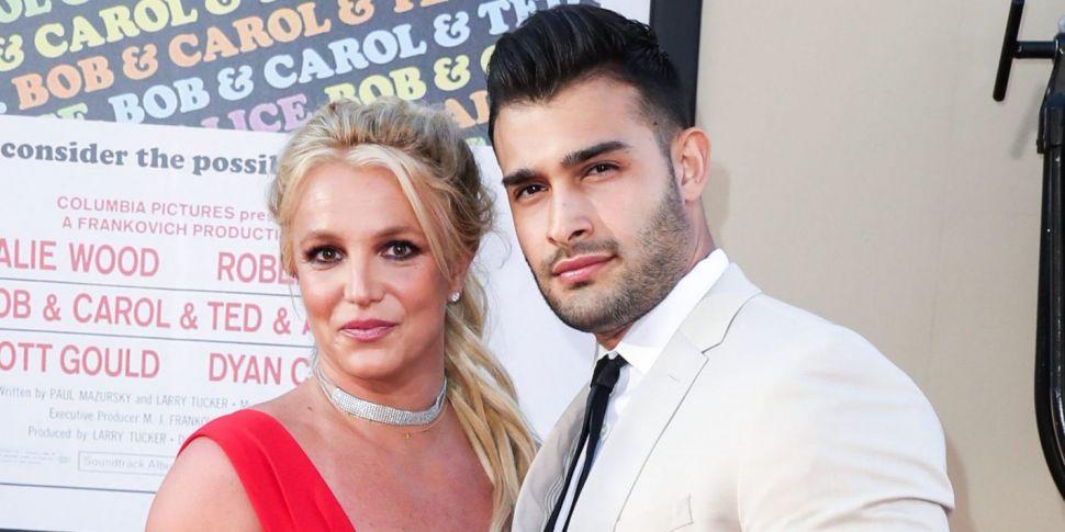Britney Spears Announces Engag...