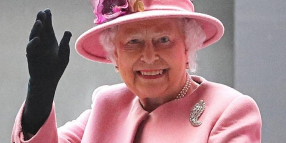 The Queen Is Hiring A New Employee Who Will Live In Buckingham Palace With Her For Free