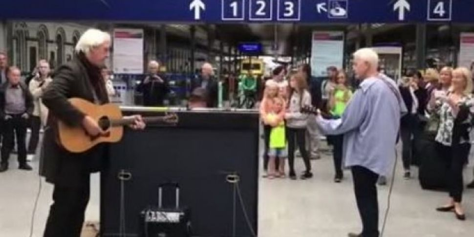 Watch | 120 People Sing Wish You Were Here in Heuston station