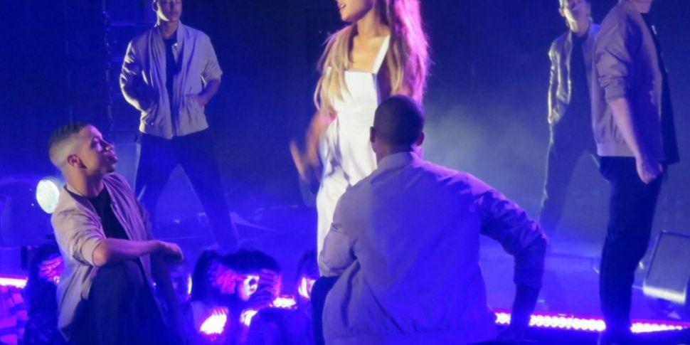 Ariana Grande Slipped During '...