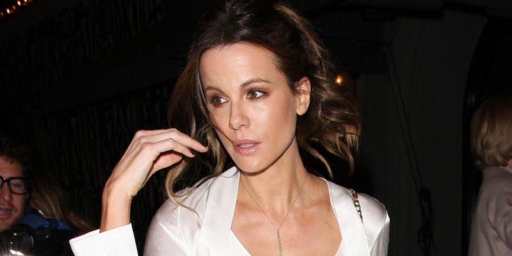 Kate Beckinsale Roasts Fan Who...