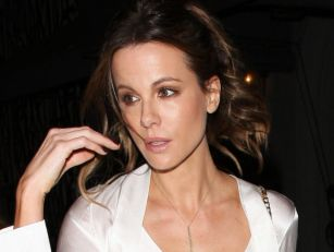 Kate Beckinsale Roasts Fan Who...