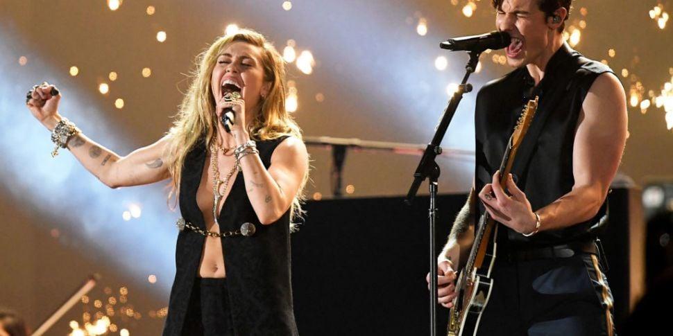 WATCH  Miley Cyrus & Shawn Men...