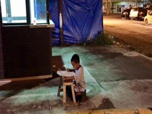 Viral: Homeless Boy Does Homework Outside McDonald's