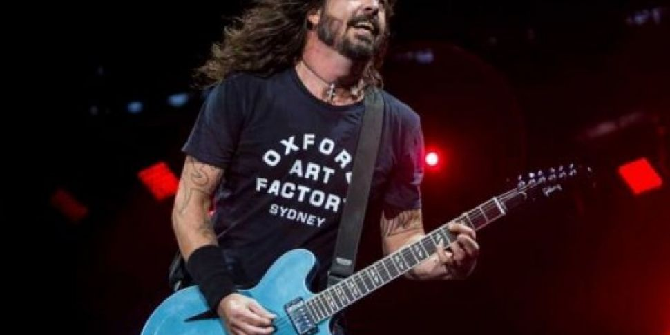 Foo Fighters Invite A Kid To D...