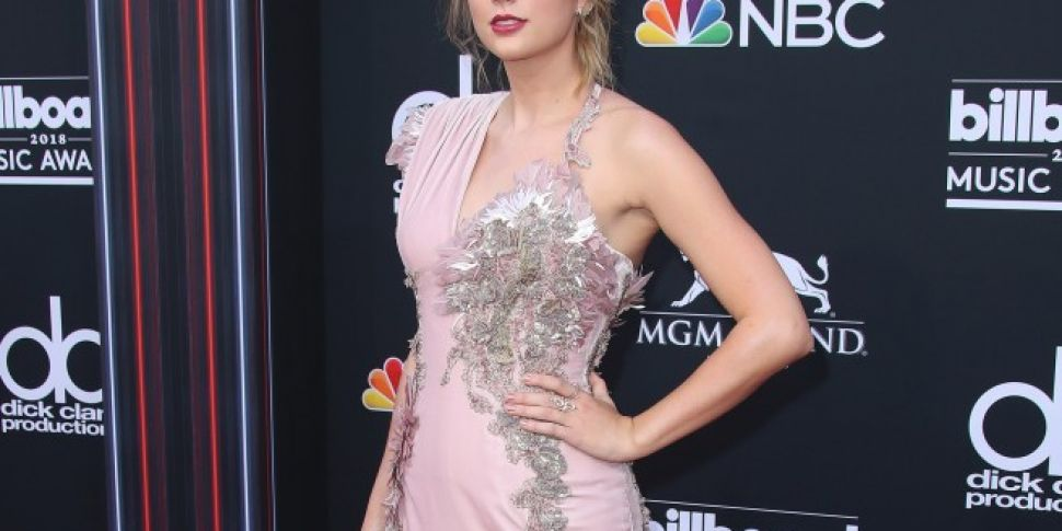 Taylor Swift Makes First Red C...