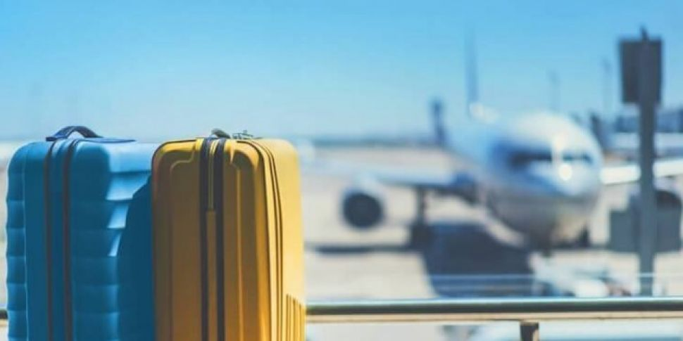 A baggage Handler Was Filmed T...