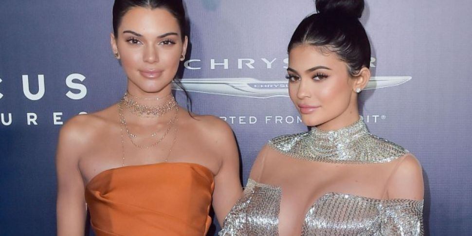Kendall & Kylie Settle Tupac T...