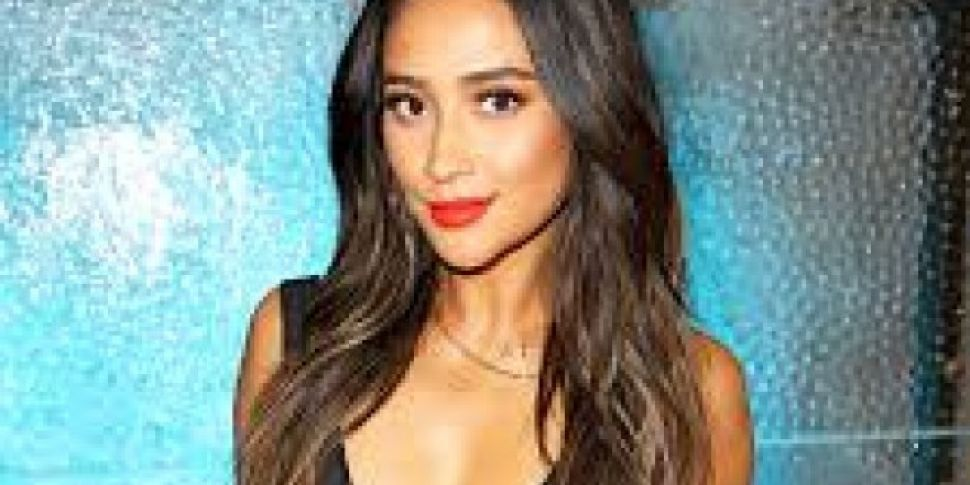 Shay Mitchell Accused Of Faking Vacations Instagrams