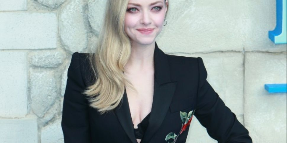 Amanda Seyfried Sings Google T...