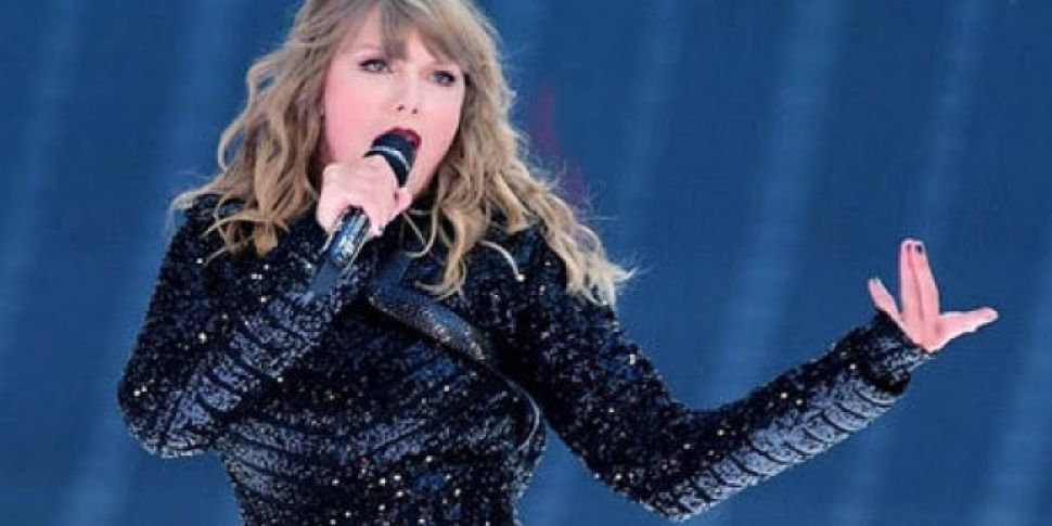 Taylor Swift Takes A Fall During Concert But Shakes It Off