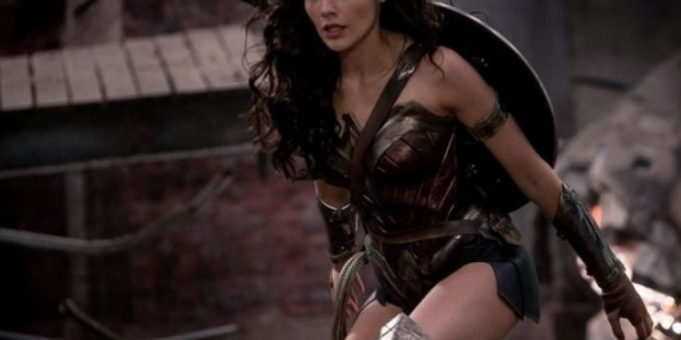 Gal Gadot Surprises Childrens Hospital Dressed As Wonder Woman