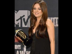 Mila Kunis Fuels Pregnancy Rum...
