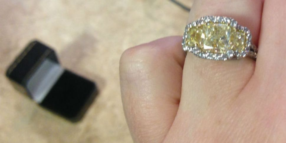 SECOND HAND ENGAGEMENT RINGS W...