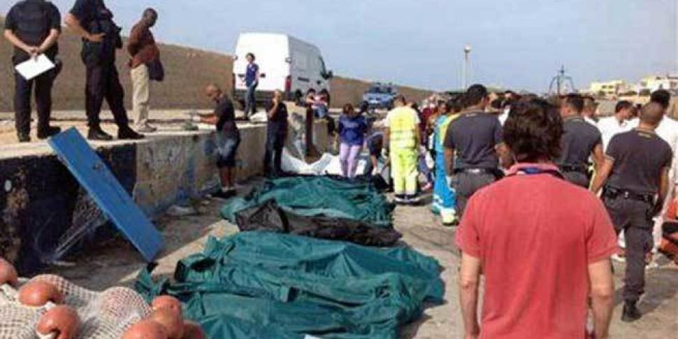 Italy shipwreck death toll ris...
