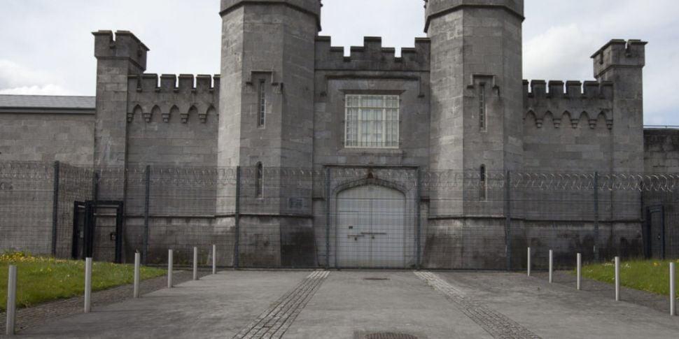 Prison Officers Warn Overcrowd...